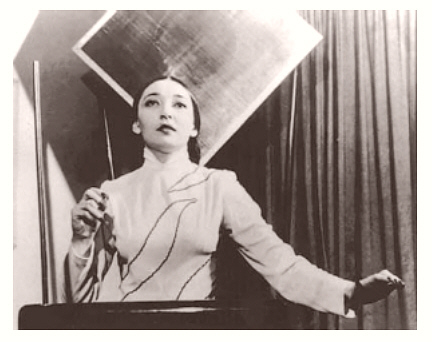 http://www.electrotheremin.com/clara01.jpg